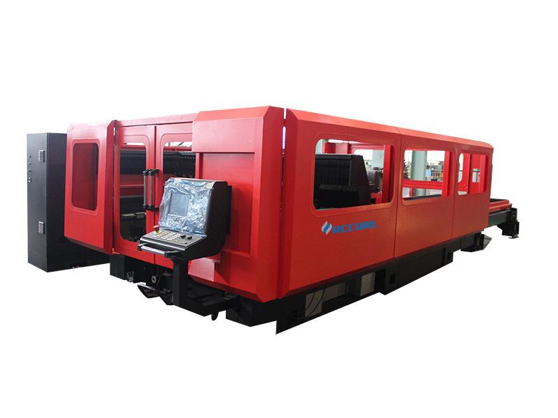 laserlõikusmasin töötab