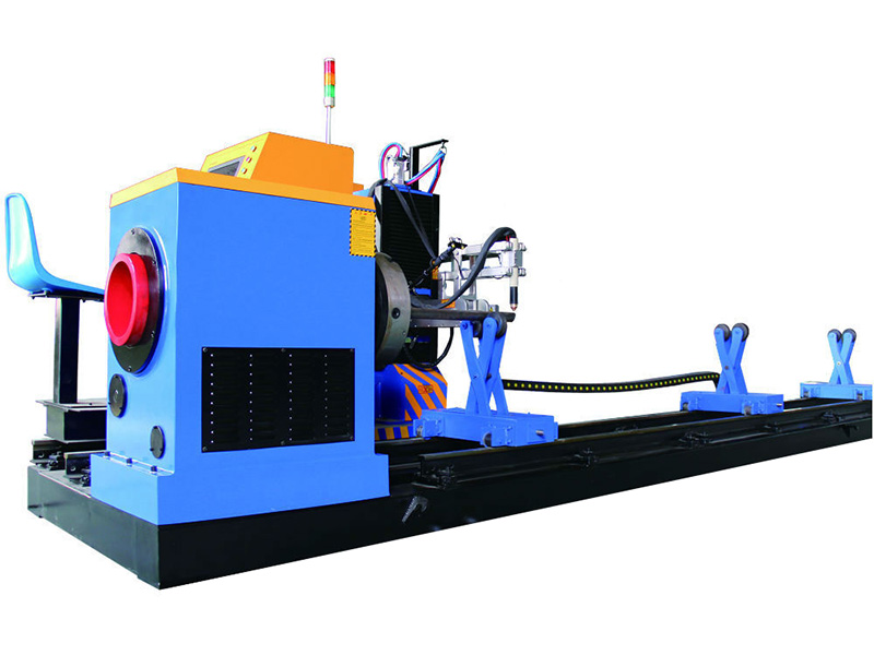 metalltorude lõikamise masin